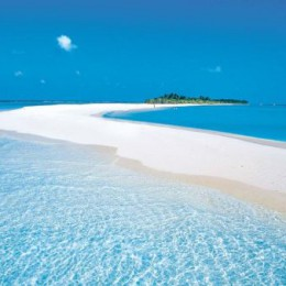 """Maldive e Adoratori del Sole: """"Se la felicità è una spiaggia"""""""