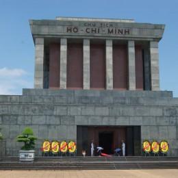 Vietnam: 40 anni fa, la pace  Nel mausoleo di Ho Chi Minh