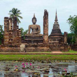 """""""L'alba della felicità""""  nello splendore di Sukhothai"""